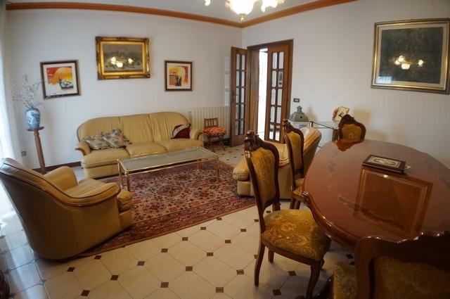Casa semindipendente in vendita a Cascina