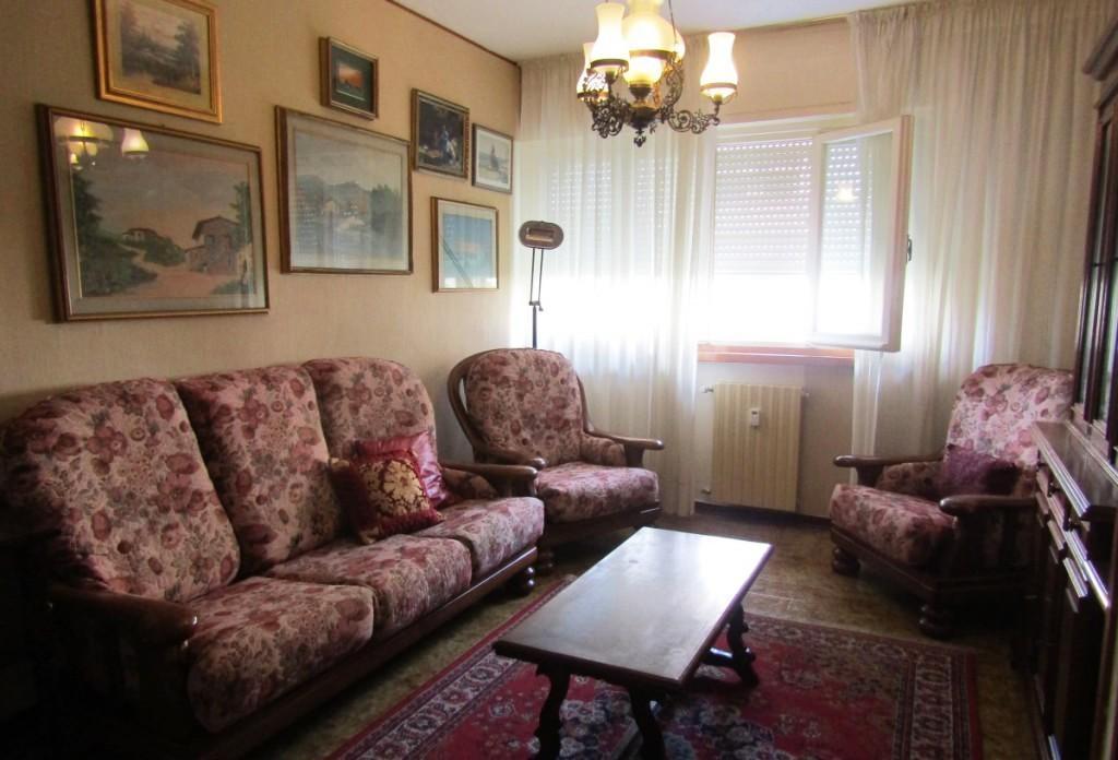 Appartamento in affitto a Carrara, 5 locali, prezzo € 550 | CambioCasa.it