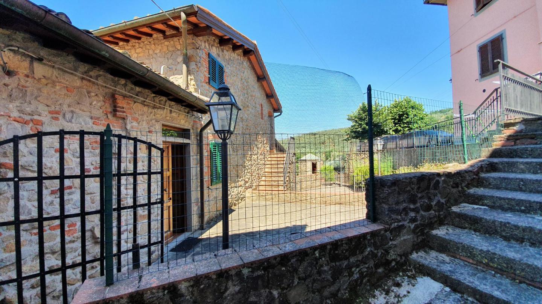 Casale a Lamporecchio