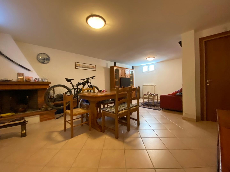Villetta a schiera angolare in vendita, rif. 02335