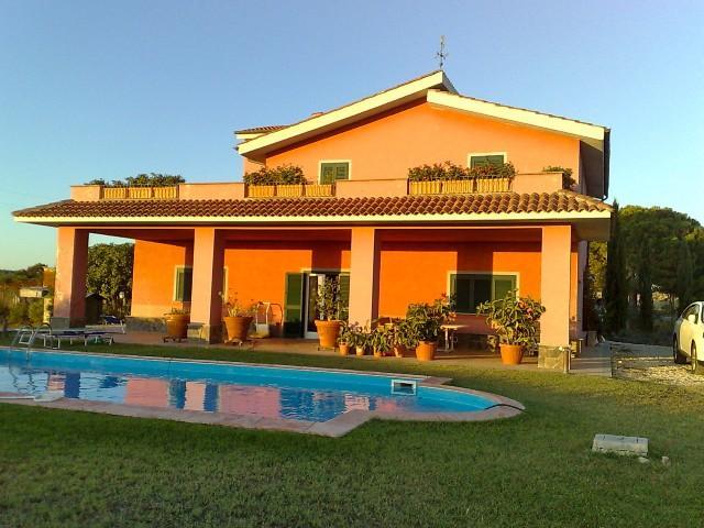 Villa in vendita a Tarquinia, 11 locali, prezzo € 650.000 | CambioCasa.it