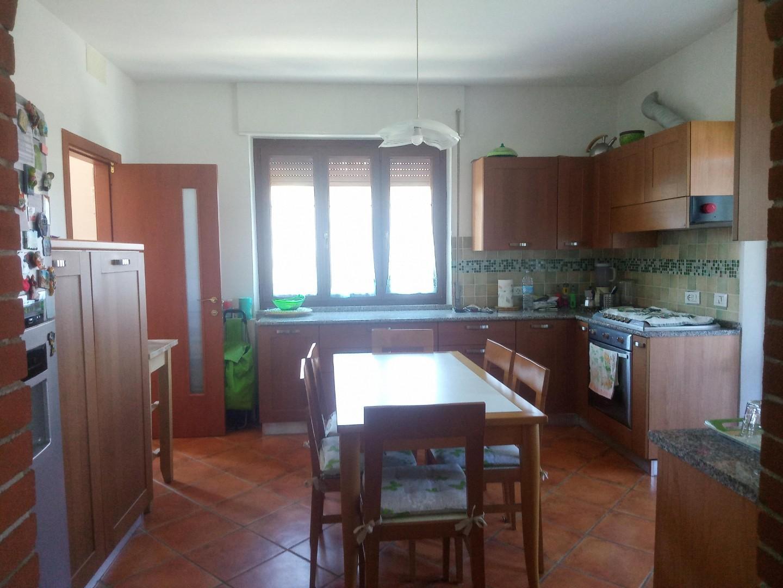 Appartamento in vendita a Castelnuovo Magra, 5 locali, prezzo € 135.000 | PortaleAgenzieImmobiliari.it