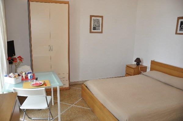 Stanza/Posto Letto in affitto, rif. L163.