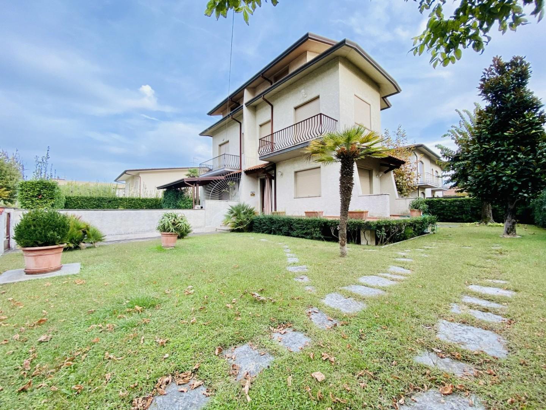 Villetta bifamiliare in vendita a Camaiore (LU)
