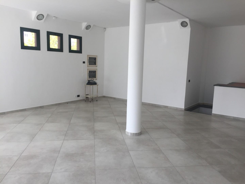 Locale comm.le/Fondo in affitto commerciale, rif. A059