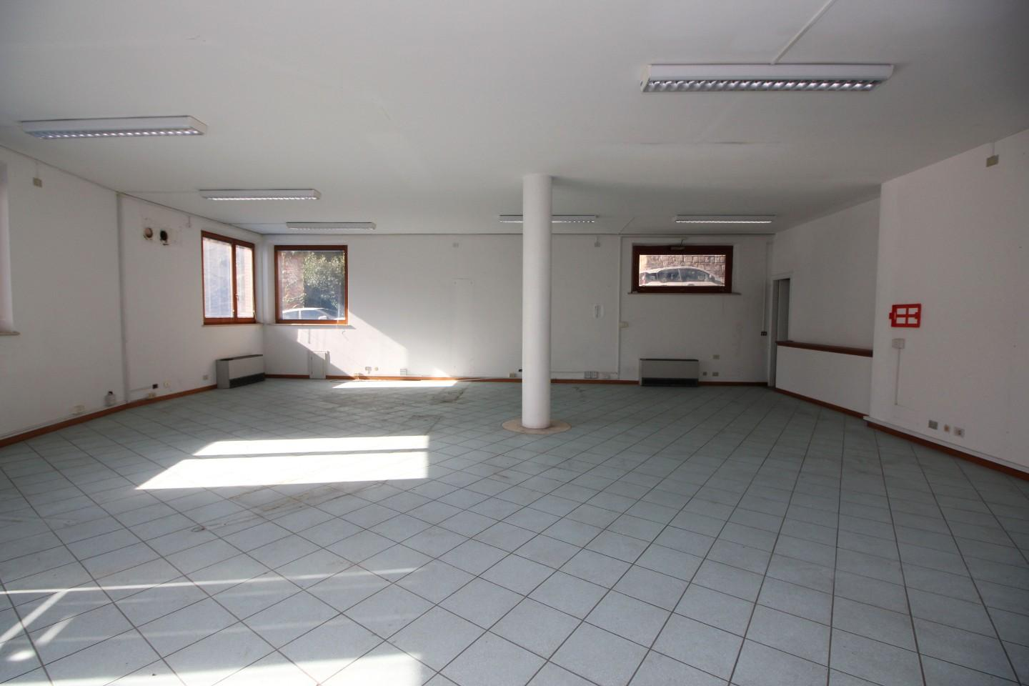 Office for commercial rentals in Siena
