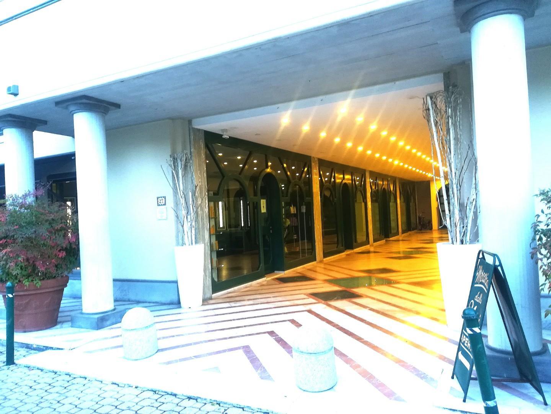 Locale comm.le/Fondo in affitto commerciale a Forte dei Marmi (LU)