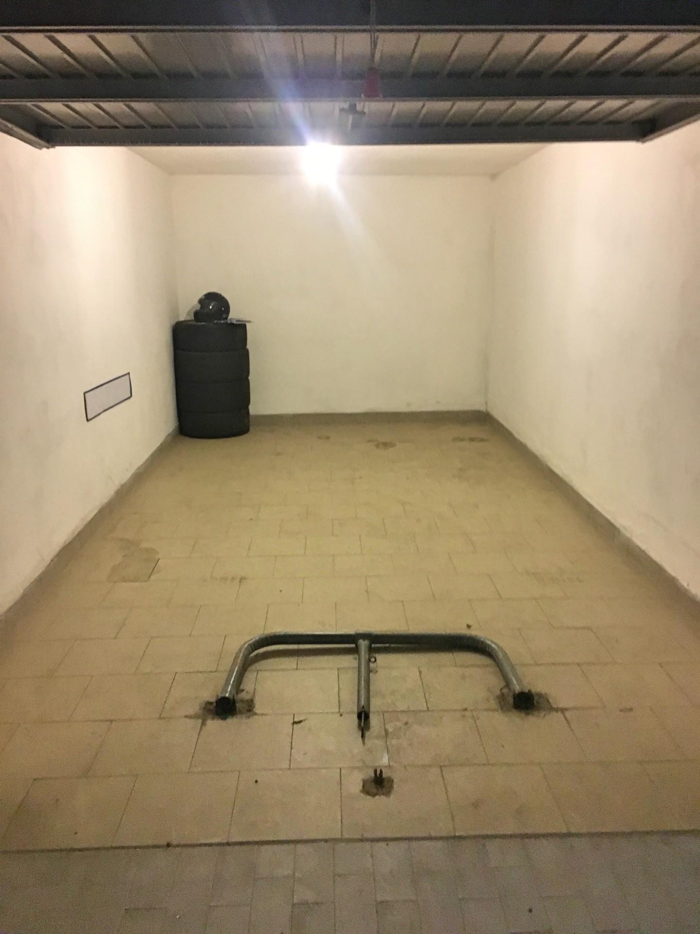 Box / Garage in vendita a Carrara, 1 locali, prezzo € 18.000 | CambioCasa.it