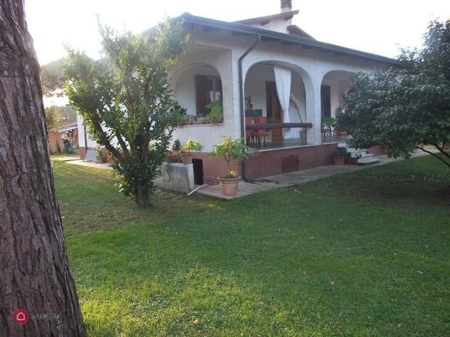 Single-family house for sell in Massa