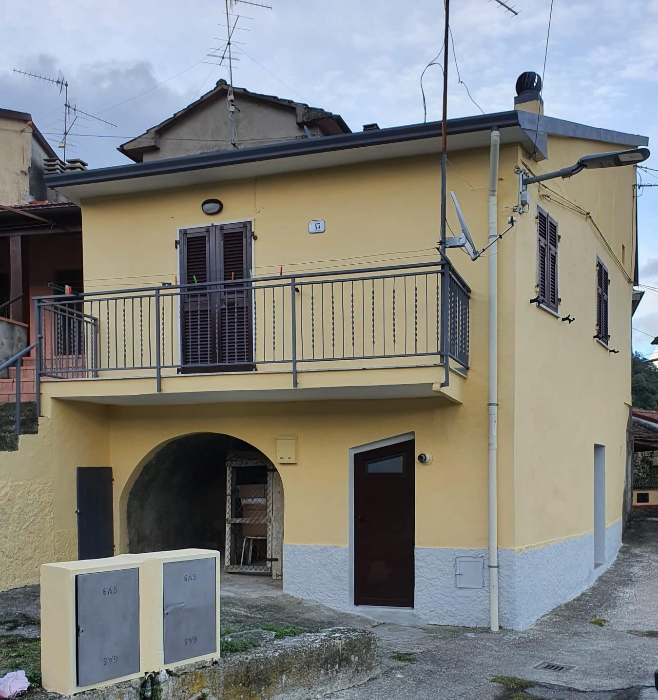 Porzione di casa in vendita a Podenzana (MS)