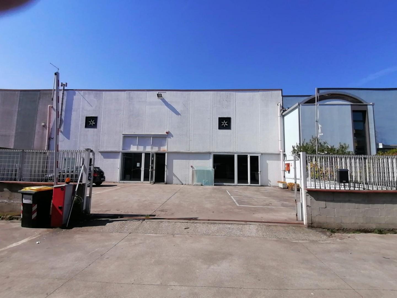 Capannone in vendita a Carrara, 4 locali, prezzo € 560.000 | PortaleAgenzieImmobiliari.it
