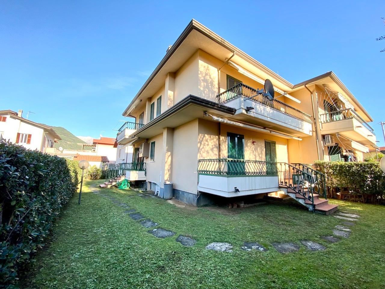 Villetta quadrifamiliare in vendita, rif. LOG-523