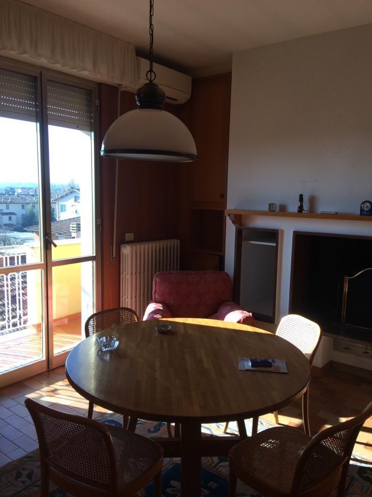 Attico / Mansarda in affitto a Ponsacco, 9 locali, prezzo € 700   CambioCasa.it