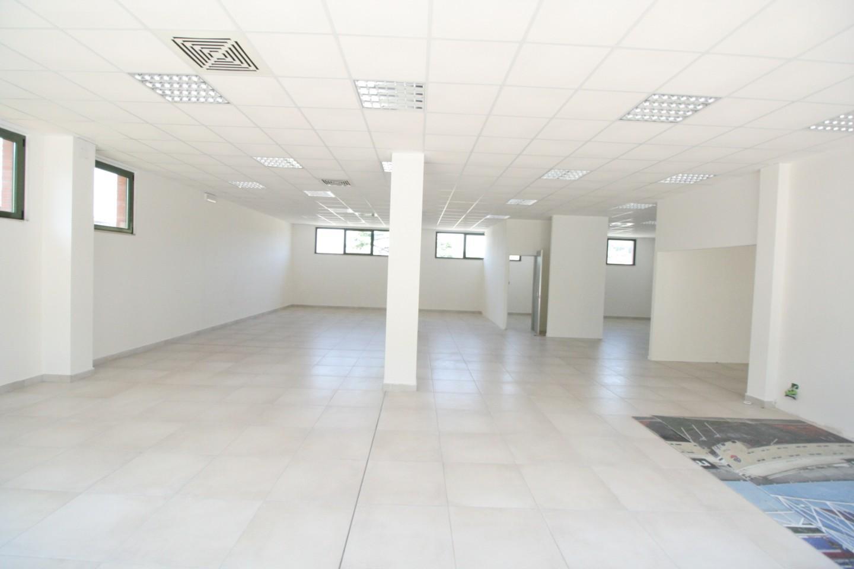 Locale comm.le/Fondo in affitto commerciale, rif. SB430