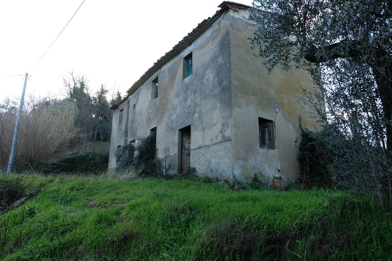 Colonica in vendita a Lamporecchio