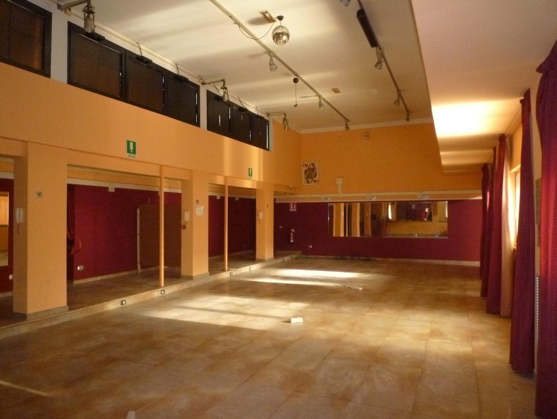 Negozio / Locale in affitto a Castelfranco di Sotto, 5 locali, prezzo € 3.300 | CambioCasa.it