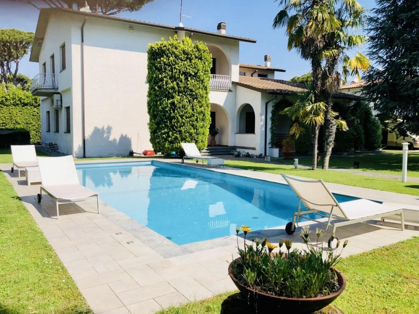 Single-family house for holiday rentals in Forte dei Marmi (LU)