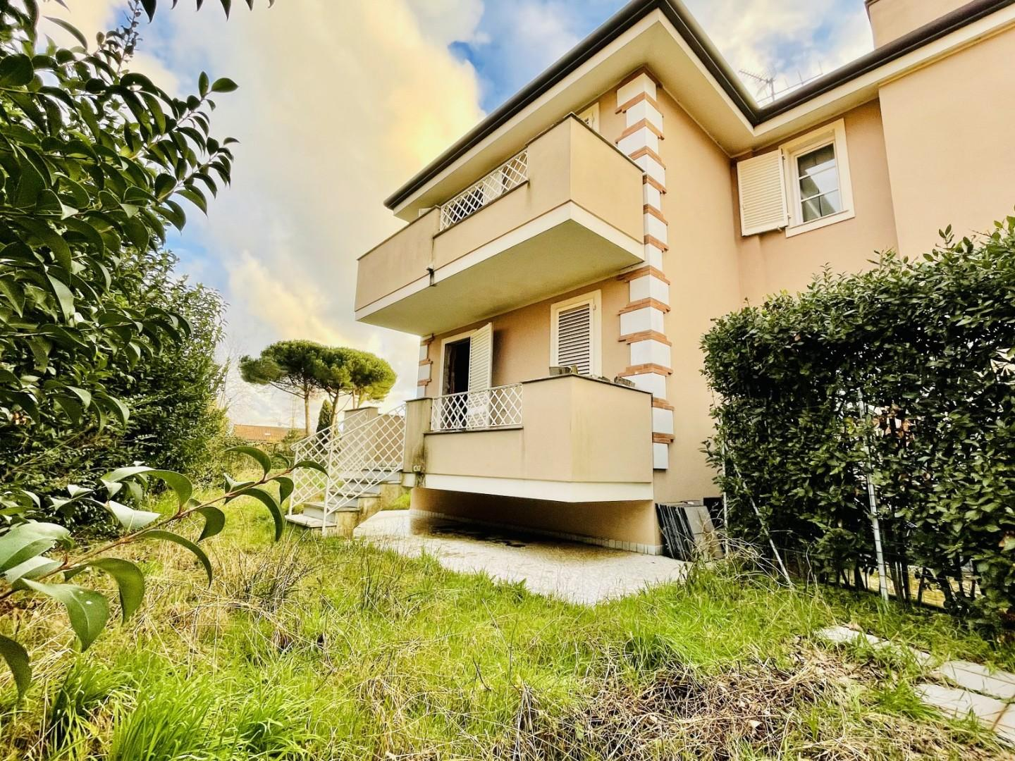 Semi-detached house for sale in Camaiore (LU)