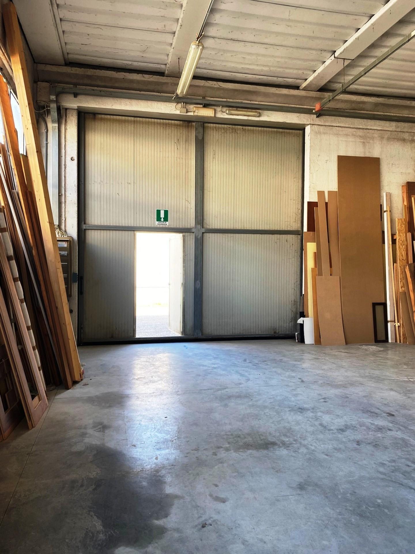 Capannone in vendita a Ponsacco, 2 locali, prezzo € 240.000 | PortaleAgenzieImmobiliari.it
