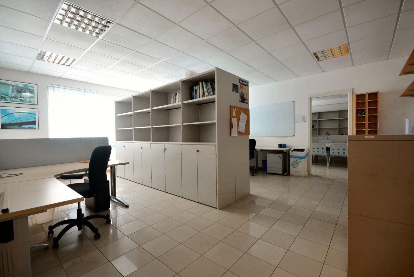 Ufficio in vendita a Capannori (LU)