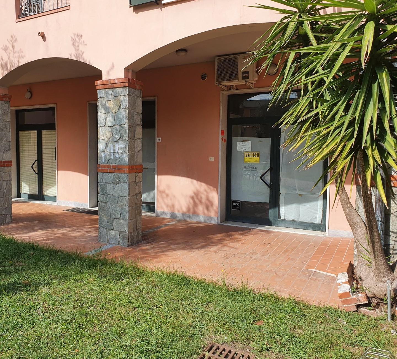 Locale comm.le/Fondo in affitto commerciale a Luni (SP)