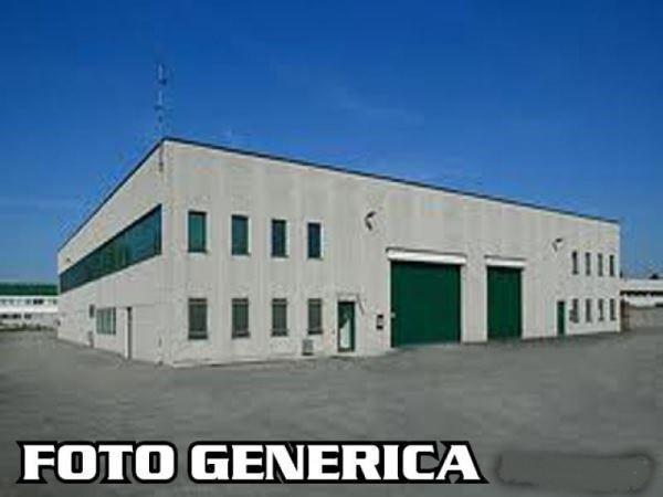 Magazzino in vendita a Ortonovo, 2 locali, prezzo € 230.000 | CambioCasa.it
