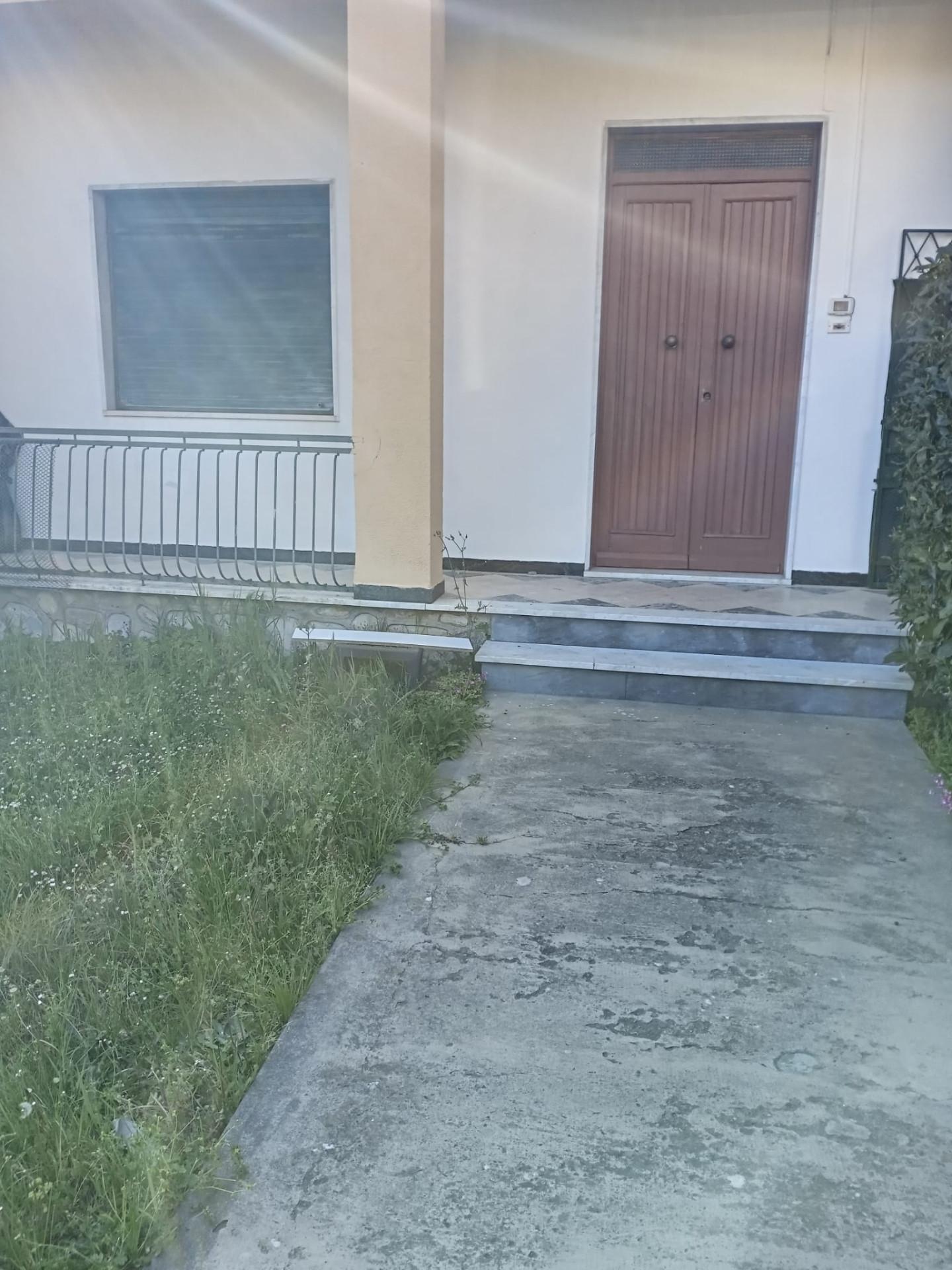 Appartamento in vendita a Ortonovo, 2 locali, prezzo € 130.000 | CambioCasa.it