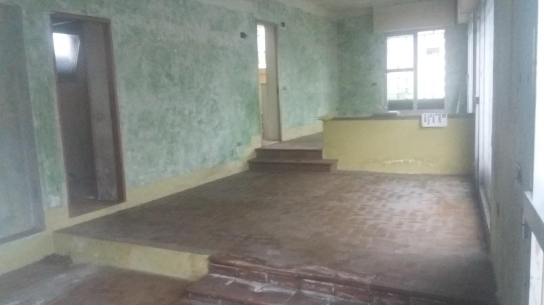 Locale comm.le/Fondo in vendita a Camaiore (LU)