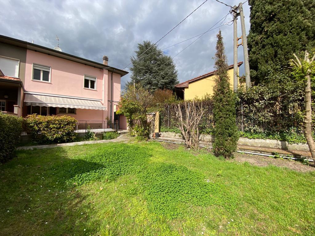 Villetta bifamiliare in vendita a Capannori (LU)