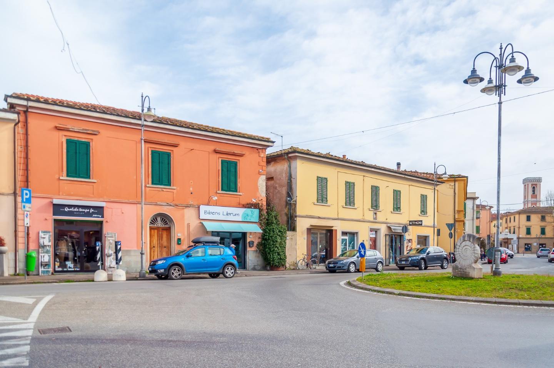 Locale comm.le/Fondo in vendita a Ponsacco (PI)