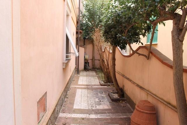 Foto 38/42 per rif. ale -villa liberty