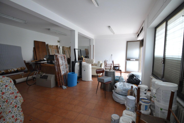 Locale comm.le/Fondo in vendita a Massa e Cozzile (PT)