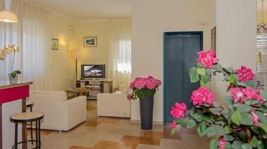 Albergo/Hotel in vendita - Lido Di Camaiore, Camaiore