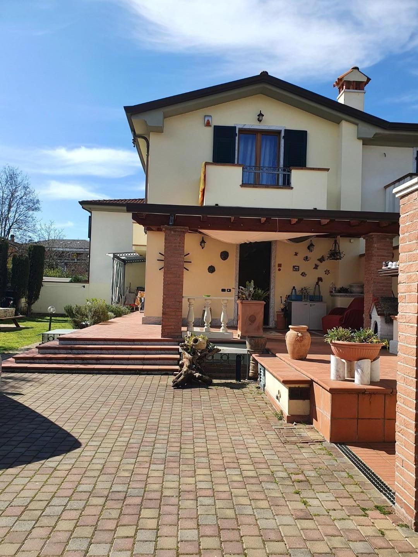 Villetta trifamiliare in vendita a Carrara (MS)