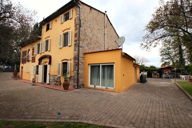 Rustico in vendita a Capannori (LU)
