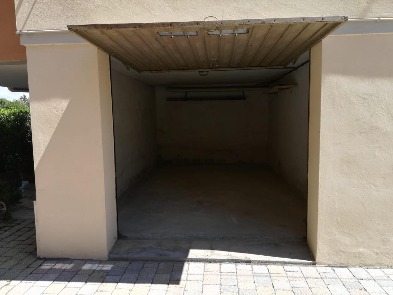 Garage in affitto, rif. 815