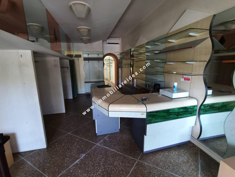 Locale comm.le/Fondo in affitto commerciale a Rosignano Marittimo (LI)