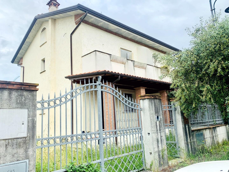 Villetta bifamiliare in vendita a Seravezza (LU)
