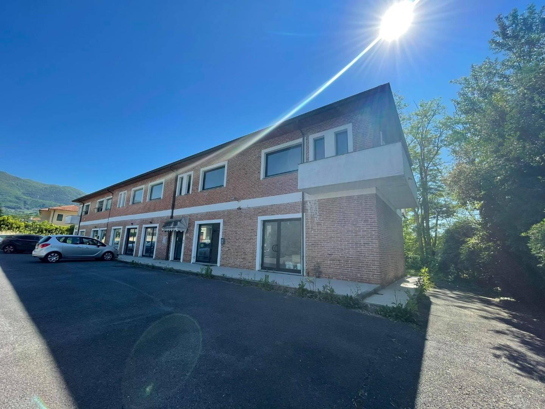 Locale comm.le/Fondo in vendita a Capannori (LU)