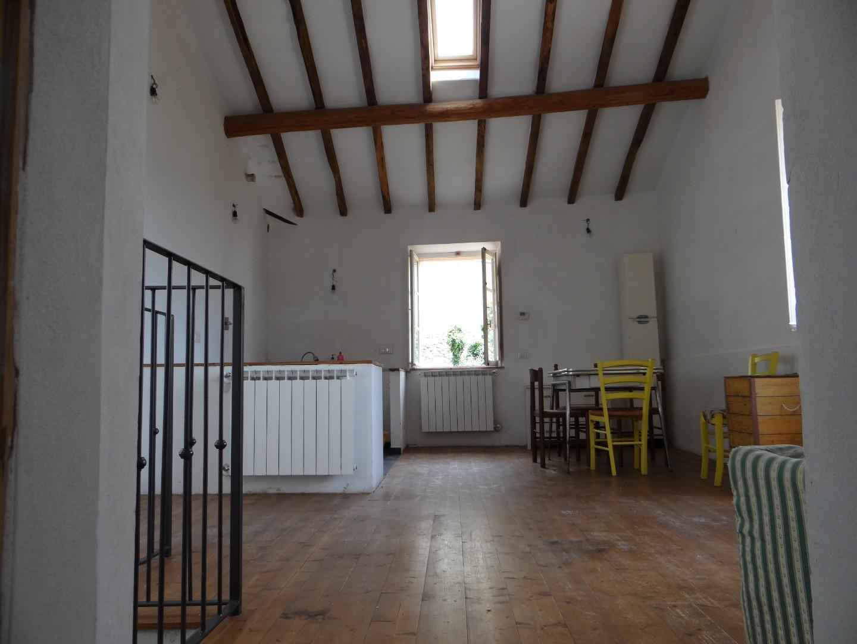 Soluzione Semindipendente in affitto a Carrara, 2 locali, prezzo € 390   CambioCasa.it