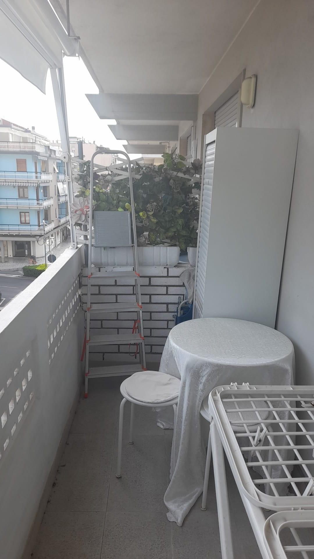 Appartamento in affitto a Carrara, 2 locali, prezzo € 1.200   CambioCasa.it