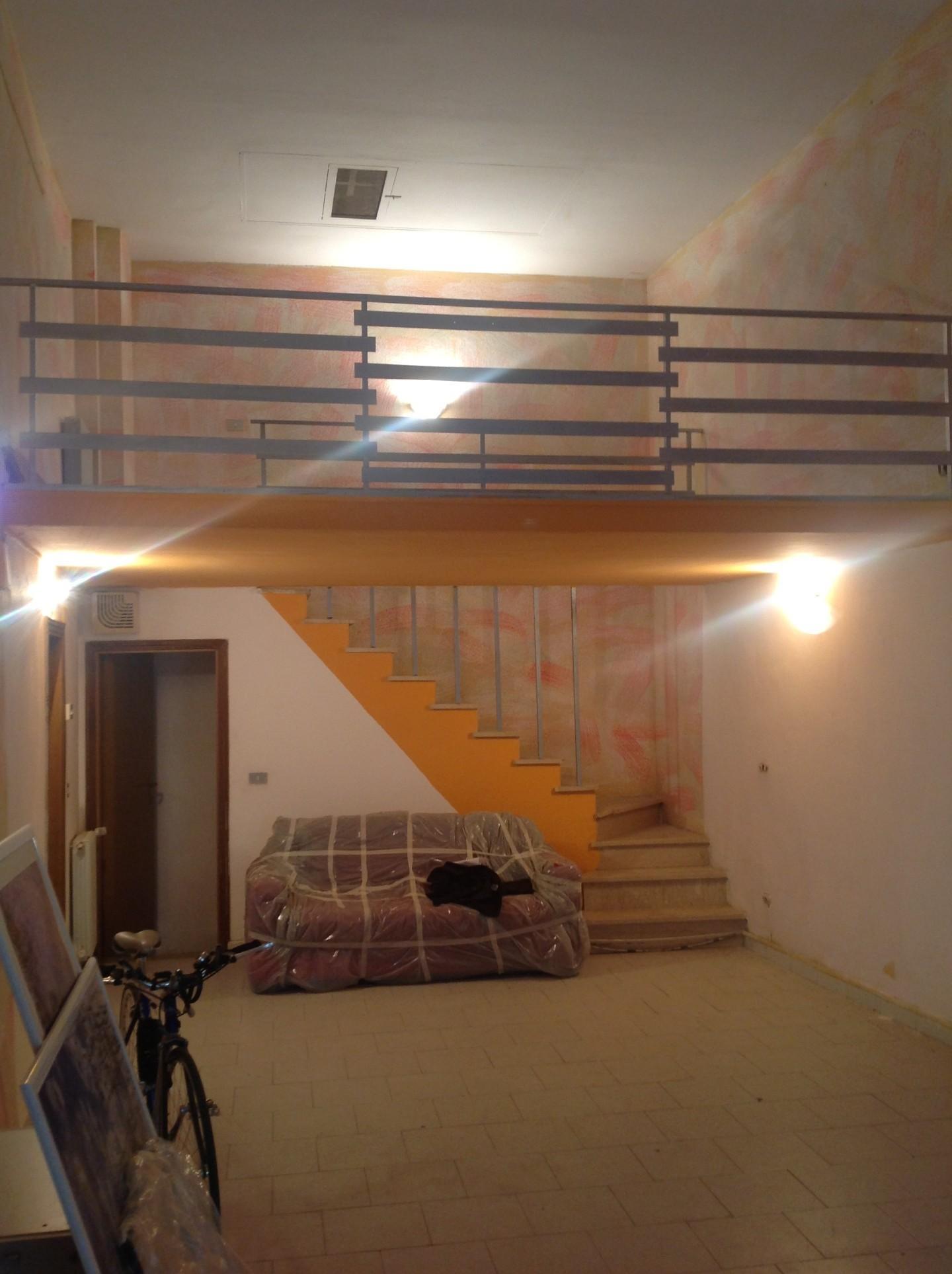 Locale comm.le/Fondo in affitto - Centro Storico, Prato