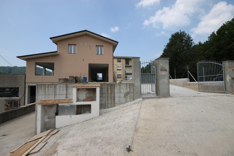 Casa semindipendente in vendita a Pescaglia (LU)