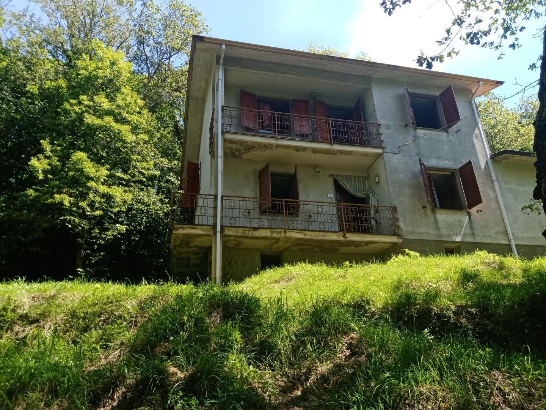 Villa in vendita a Podenzana, 7 locali, prezzo € 138.000 | PortaleAgenzieImmobiliari.it