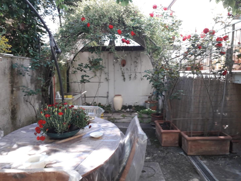 Appartamento in affitto a Carrara, 4 locali, prezzo € 2.600   CambioCasa.it