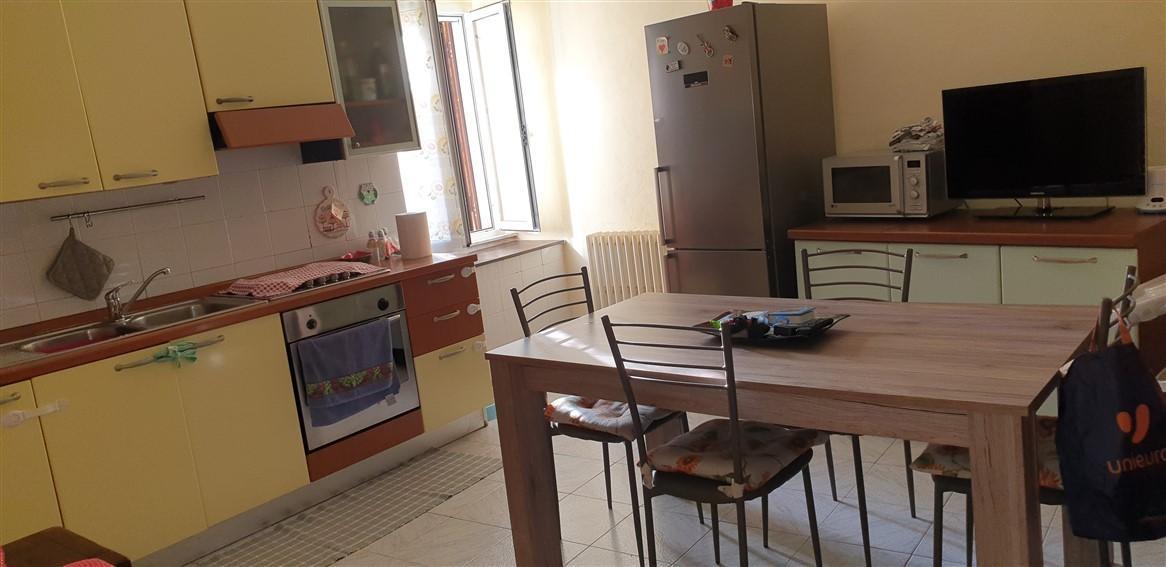 Appartamento in vendita a Massa, 4 locali, prezzo € 125.000 | PortaleAgenzieImmobiliari.it