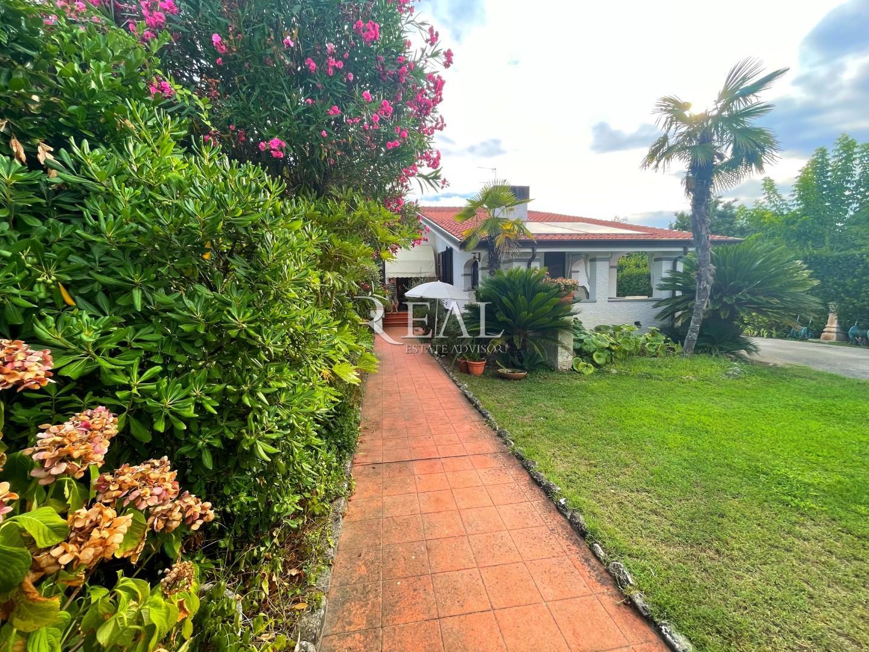 Villa singola in vendita a Vittoria Apuana, Forte dei Marmi (LU)