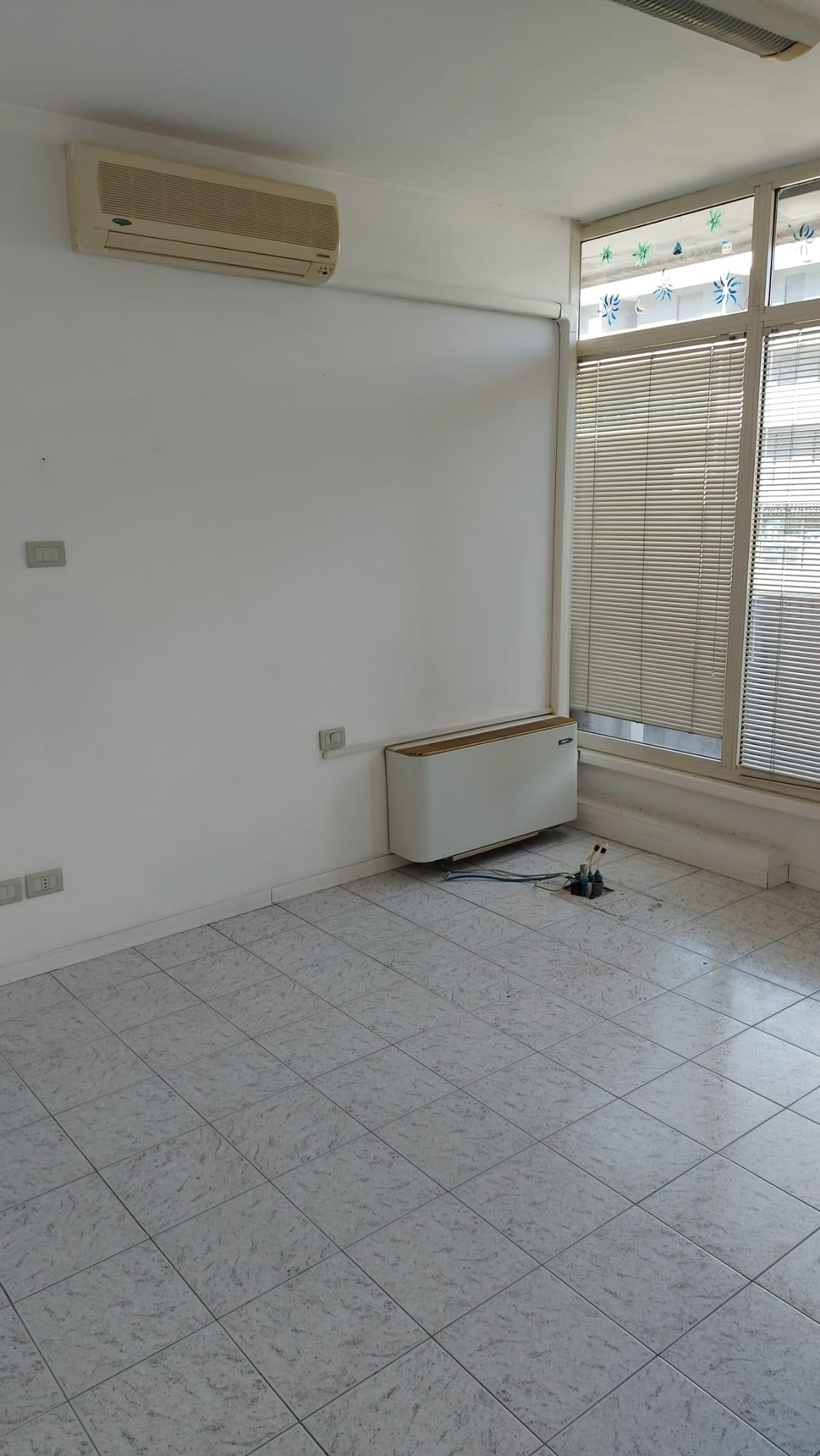 Locale comm.le/Fondo in affitto commerciale, rif. 363
