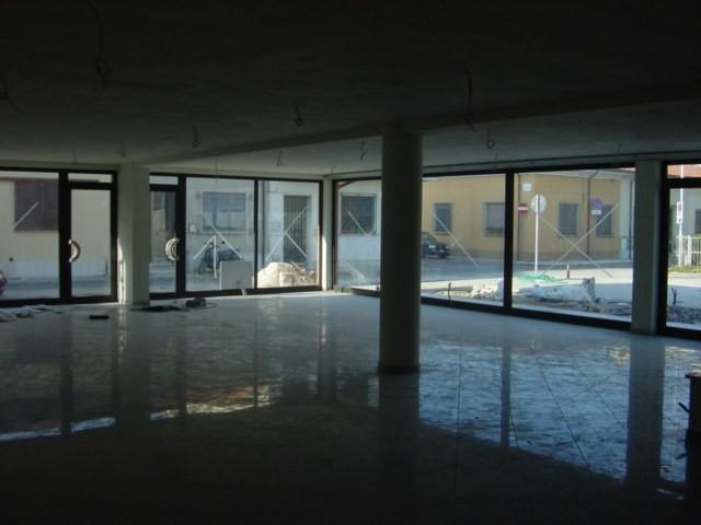 Capannone commerciale in affitto - Viareggio