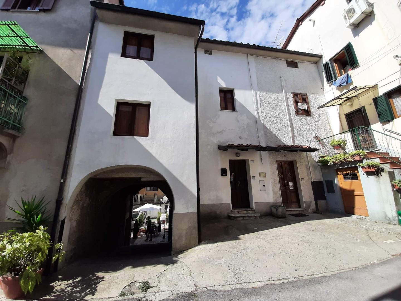 Casa semindipendente in vendita a Barga (LU)